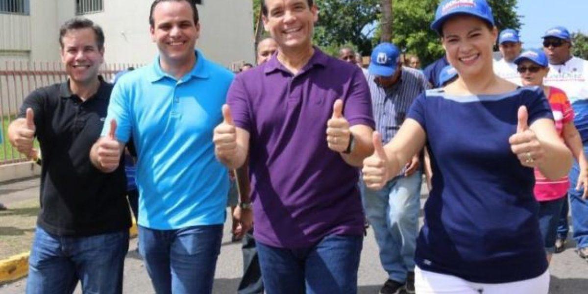 Díaz Urbina y Hernández Vivoni visitan juntos el residencial Manuel A. Pérez