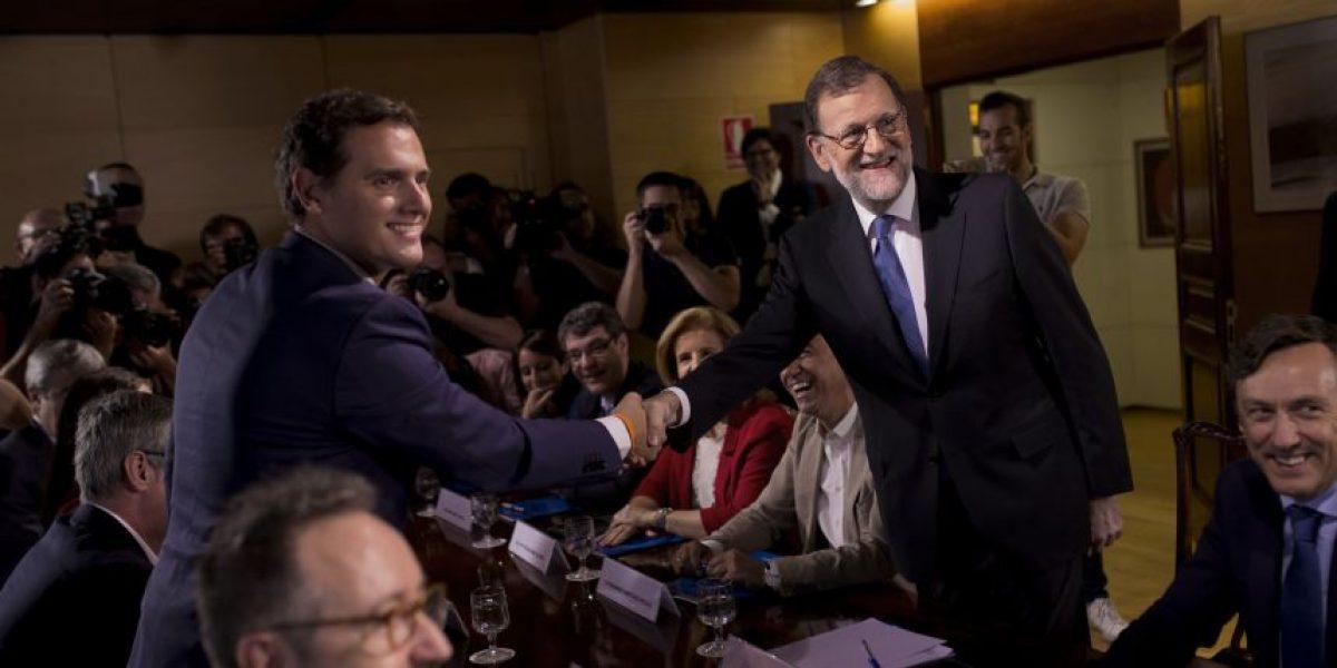Partidos de derecha firman acuerdo en España