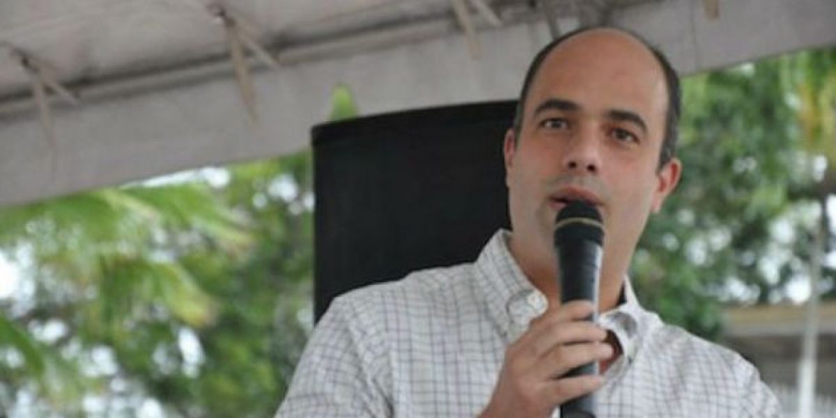 Agradece Ferrer a su contrincante González por acoger sus propuestas