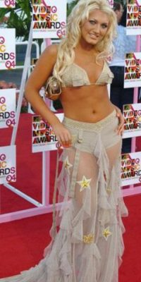 Brooke Hogan luciendo lo peor de la década en 2004. Es decir, vistiéndose como Britney Spears con su estilo procaz. Foto:Getty Images. Imagen Por: