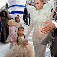 Su hija Blue Ivy causó impacto por el parecido con su padre. Foto:Getty Images. Imagen Por: