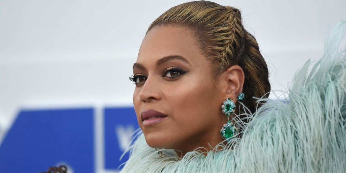 Beyoncé pospone concierto para descansar la voz