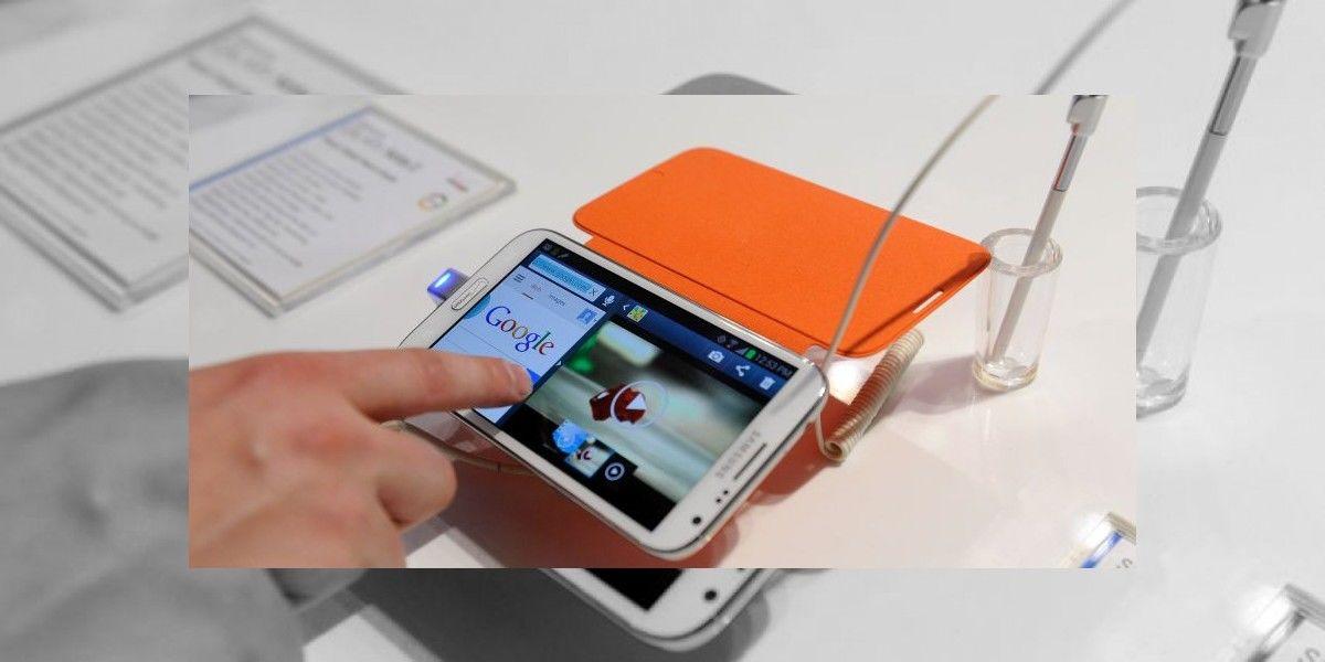 Samsung Note 2 saca humo y chispas durante vuelo