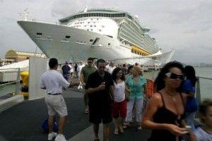 Mal tiempo en aguas del Caribe atrae cruceros a San Juan