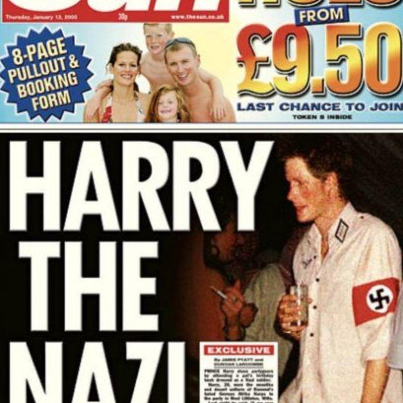 Harry tampoco podría hacer lo de la Princesa. Con tan solo ponerse este uniforme, ofendió el pasado de su familia y el de muchos británicos.. Imagen Por: