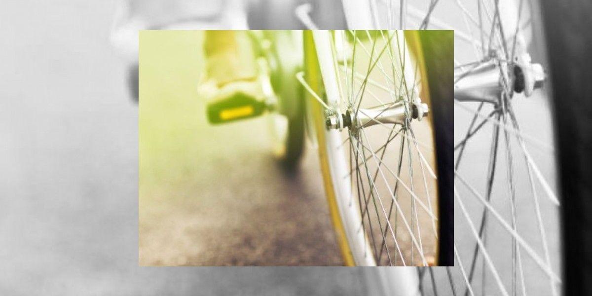 Ciclista grave al chocar con un auto en Juana Díaz
