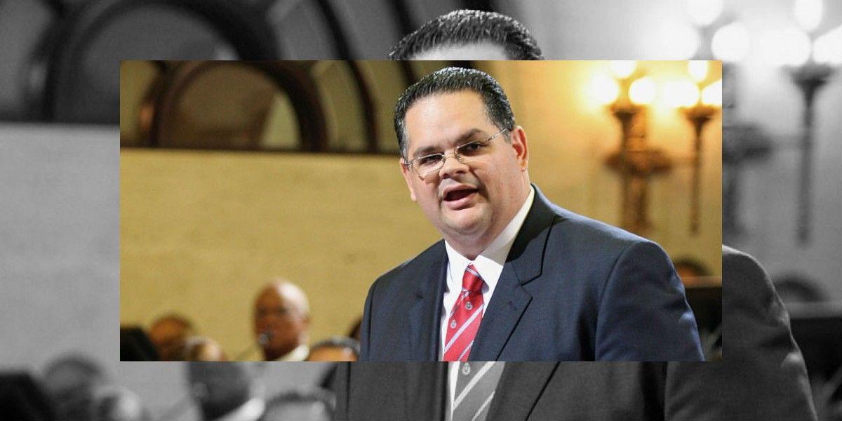 Senador acusa a Rosselló de querer favorecer a una de sus empresas