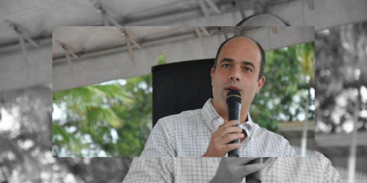 Ferrer acoge propuestas del Partido Demócrata para universitarios