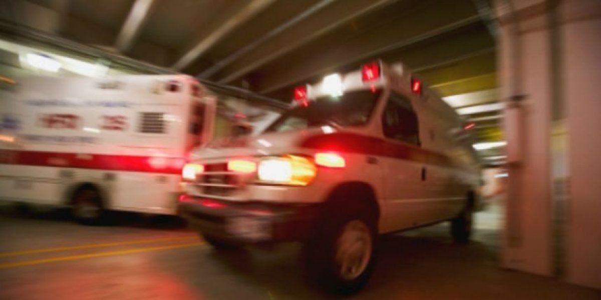 Hombre cae desde un puente  pasa la noche a la intemperie