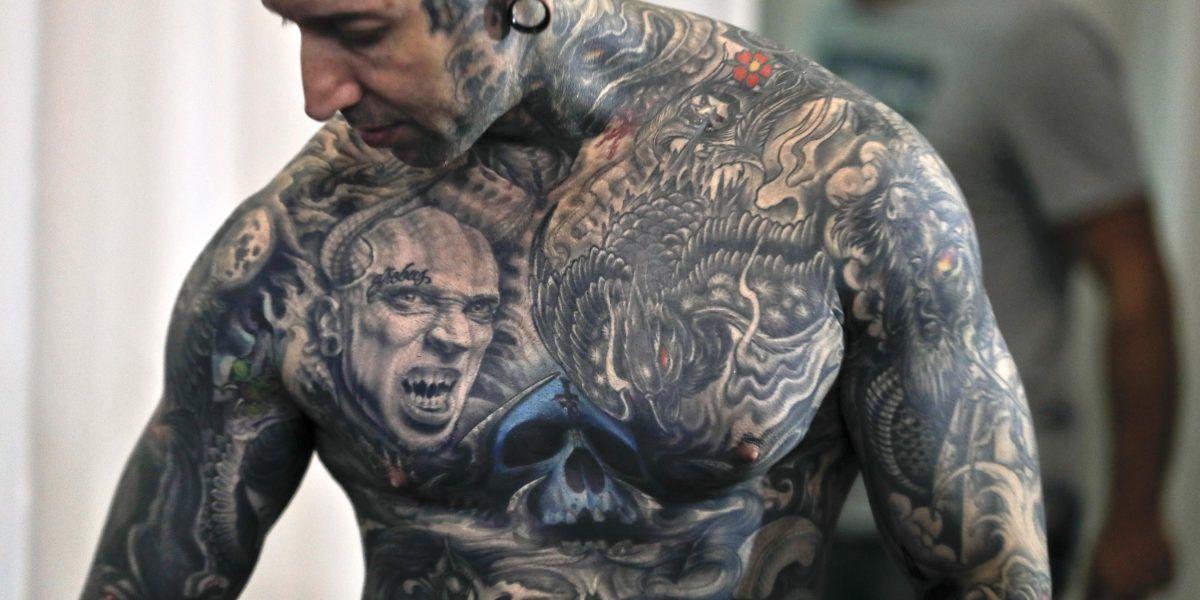 Impresionantes tatuajes exhibidos en convención en Rumania