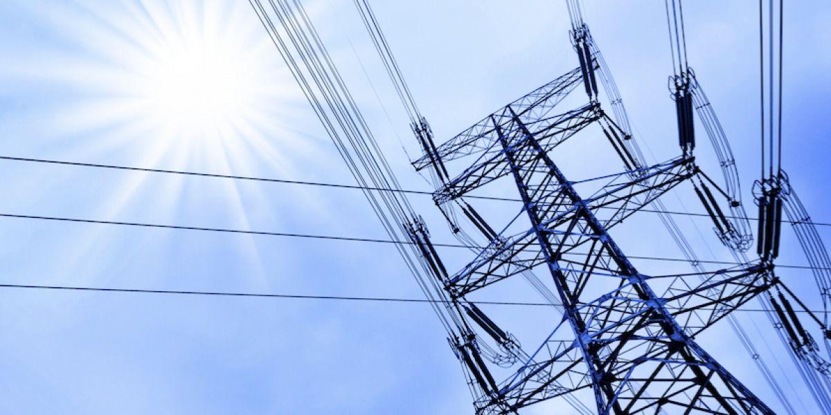 AEE continúan reestableciendo servicio eléctrico tras paso de vaguada por la isla