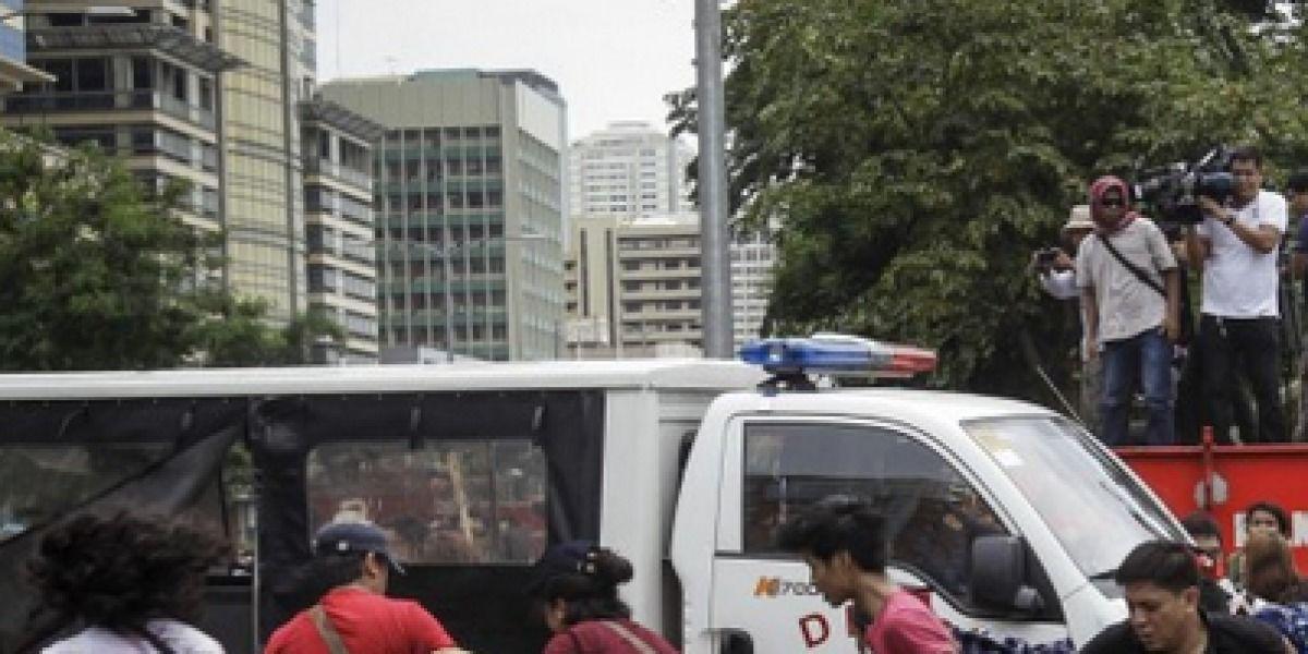 Policía arrolla manifestantes ante embajada EE.UU. en Filipinas