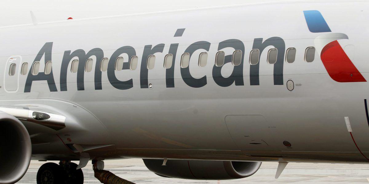 Beneficios de American Airlines entre enero y septiembre bajan a la mitad
