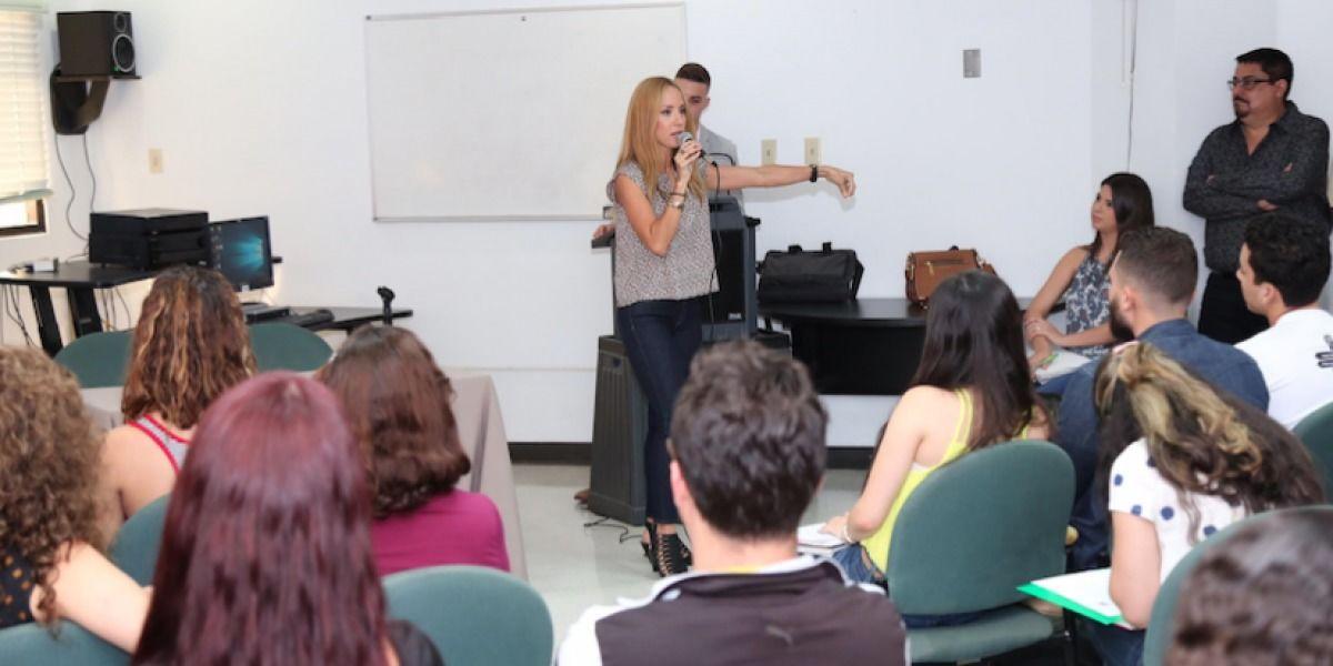 Alexandra Fuentes hace campaña en la UPR