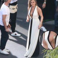Jennifer Aniston impacta con escote que deja poco a la imaginación. Imagen Por: Grosby Group