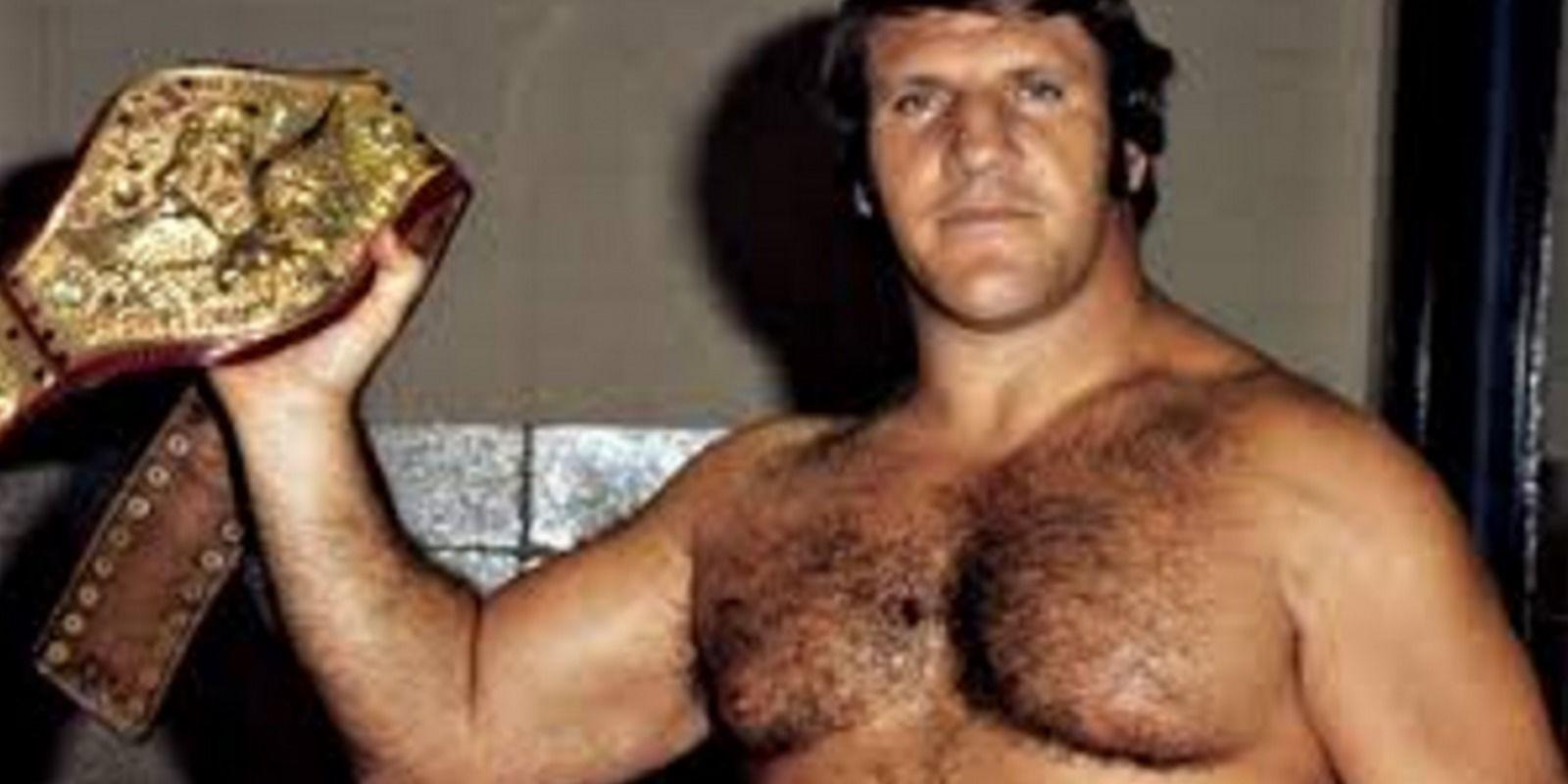 Los 10 luchadores que más tiempo cargaron el cinturón de WWE. Imagen Por: