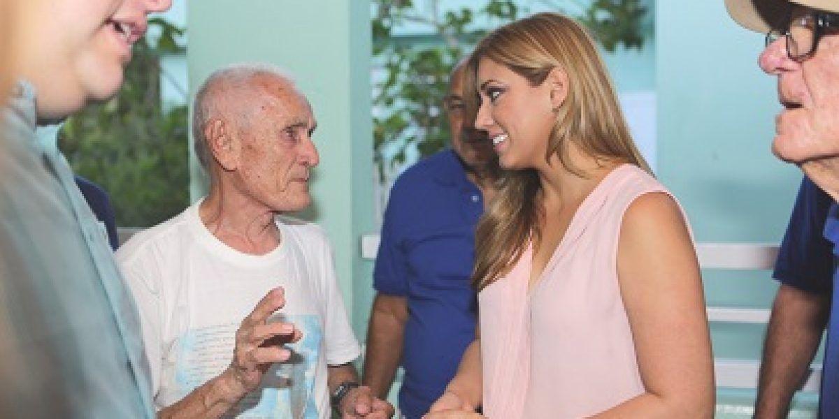 Beatriz Rosselló visita Hogar de Veteranos en Toa Alta
