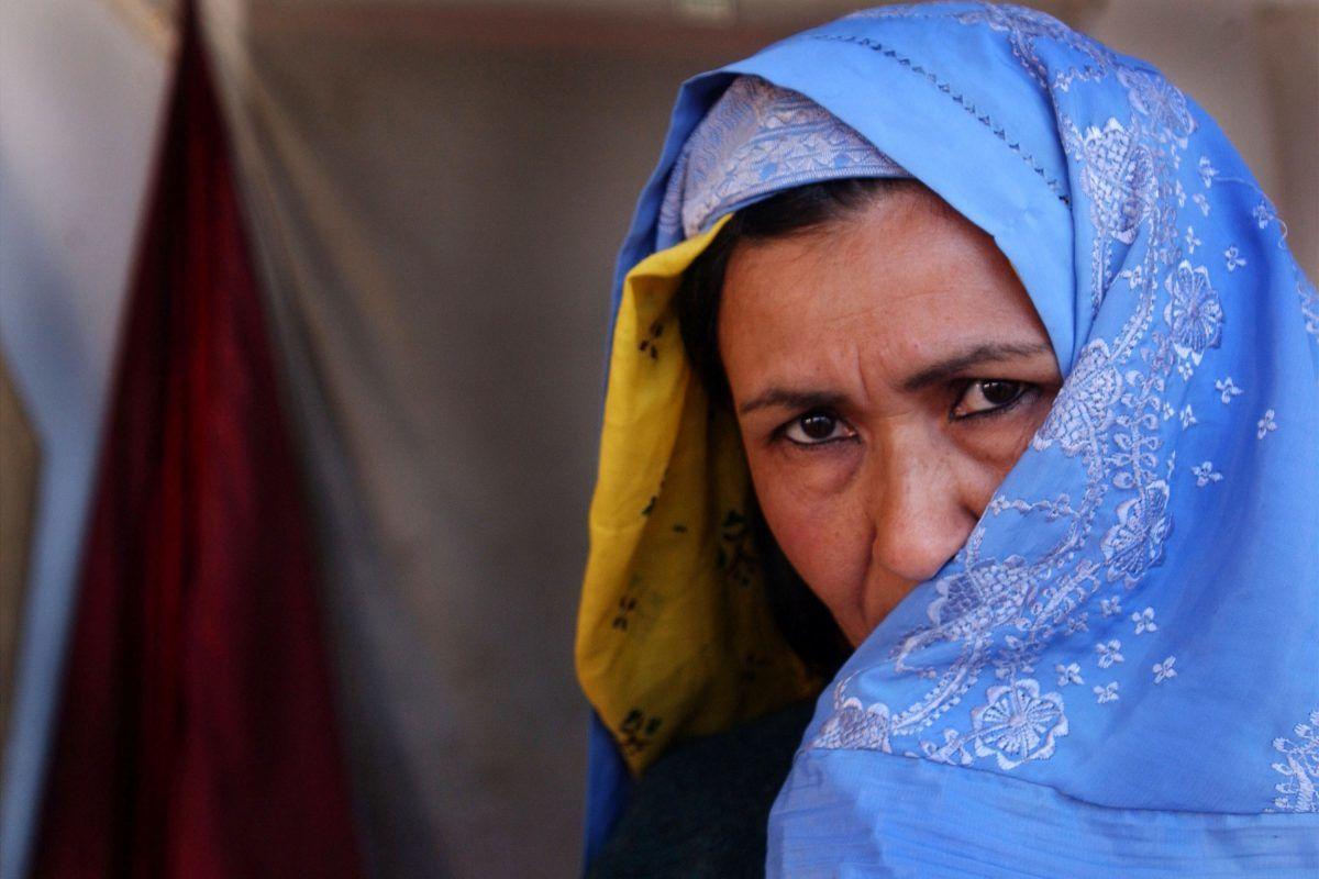 """Reportera fue golpeada en vivo y será acusada por """"tocar un uniforme oficial"""". Imagen Por: Getty Images"""