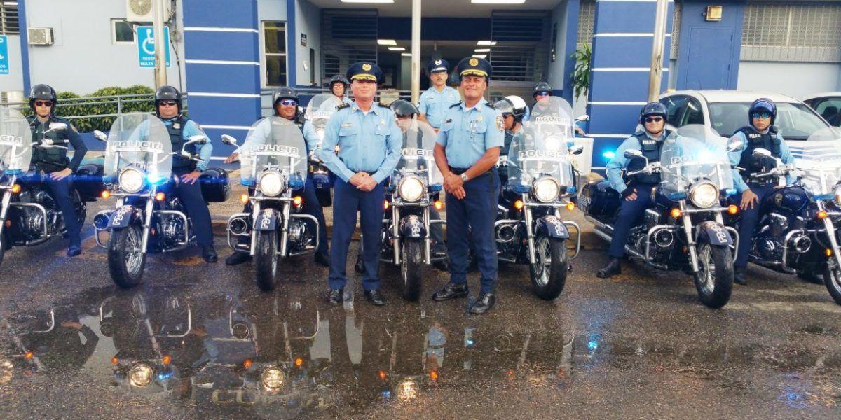 Comandante de la Policía en Arecibo entrega 12 motoras para los distritos y precintos