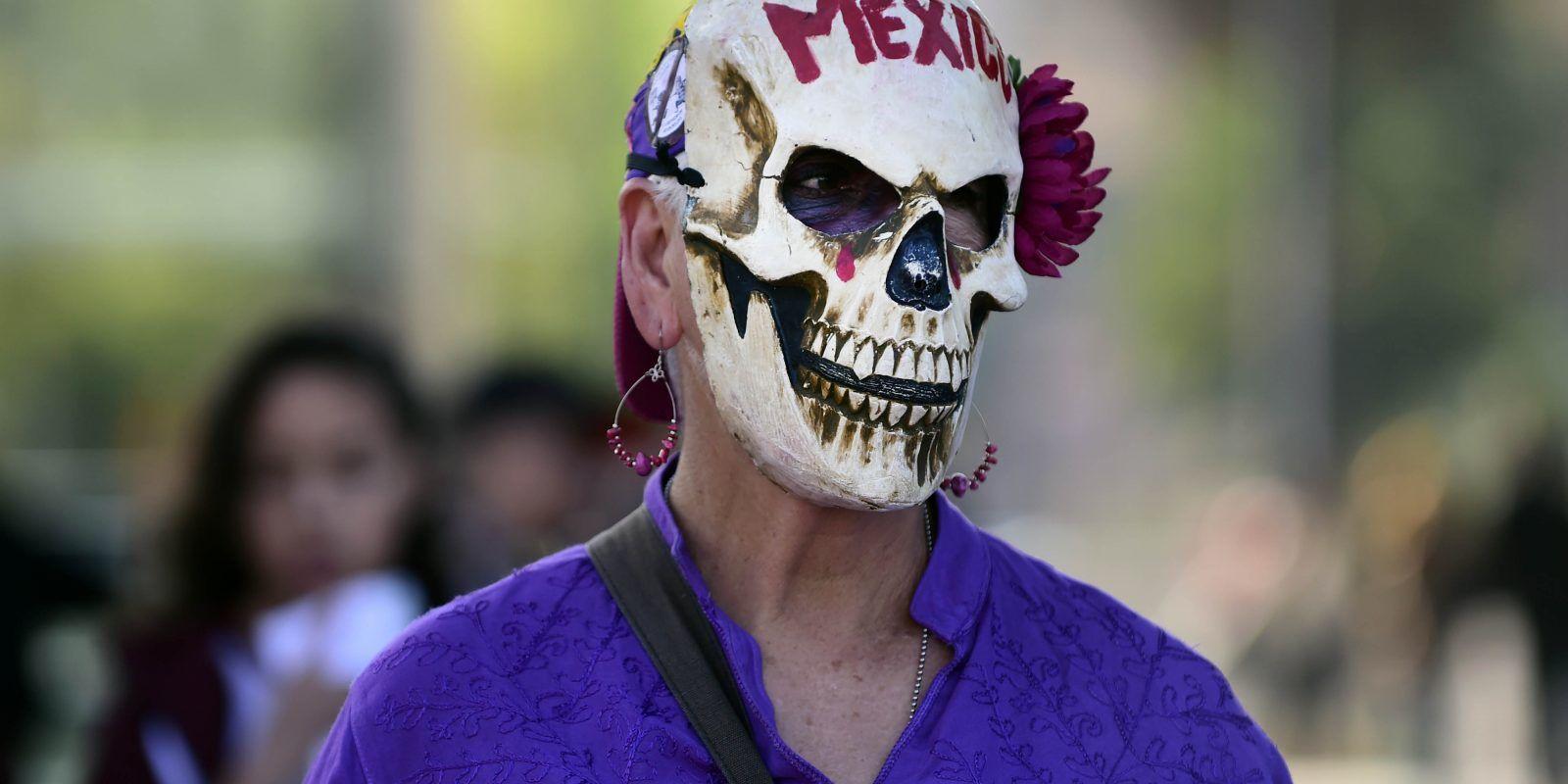 Hombre es sentenciado a prisión hasta el año 3519 por violar a su hija. Imagen Por: AFP
