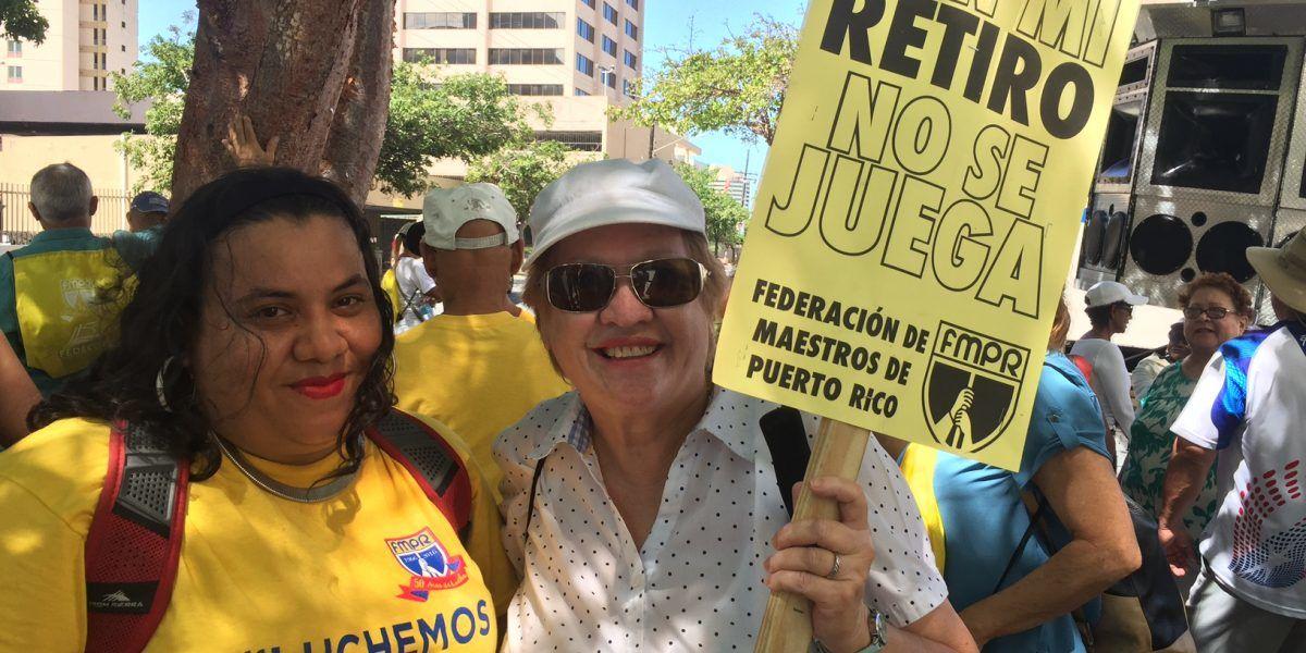 Maestros jubilados marchan por sus pensiones