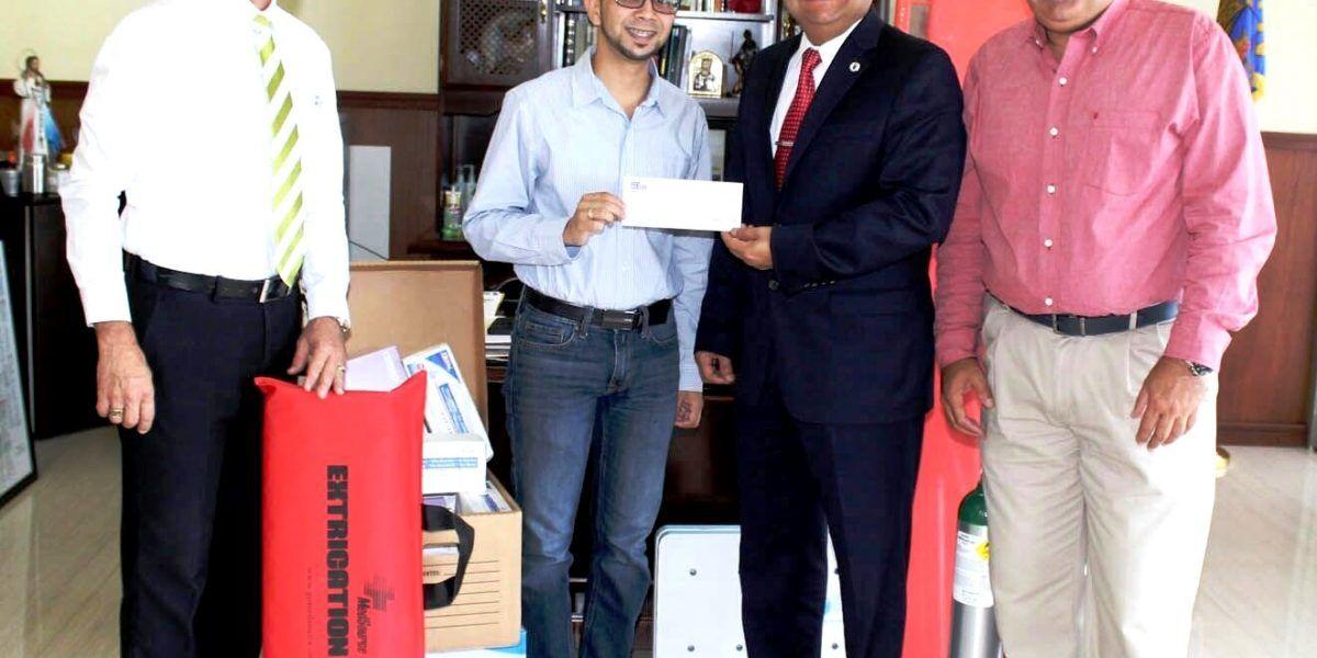 Servicio 911 entrega fondos a municipios para comprar ambulancias