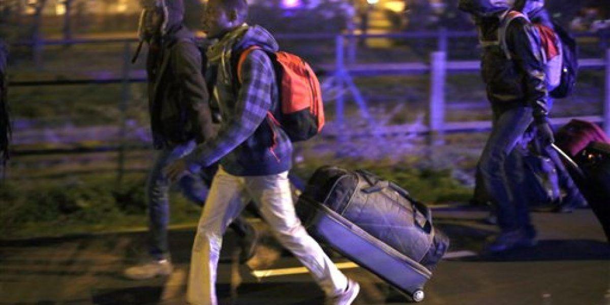 Francia inicia el desalojo de miles de migrantes en Calais