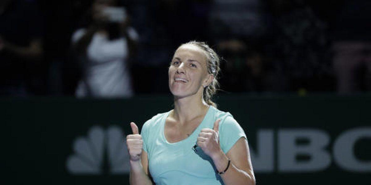 Kuznetsova vence a Radwanska en dramático duelo en Copa WTA