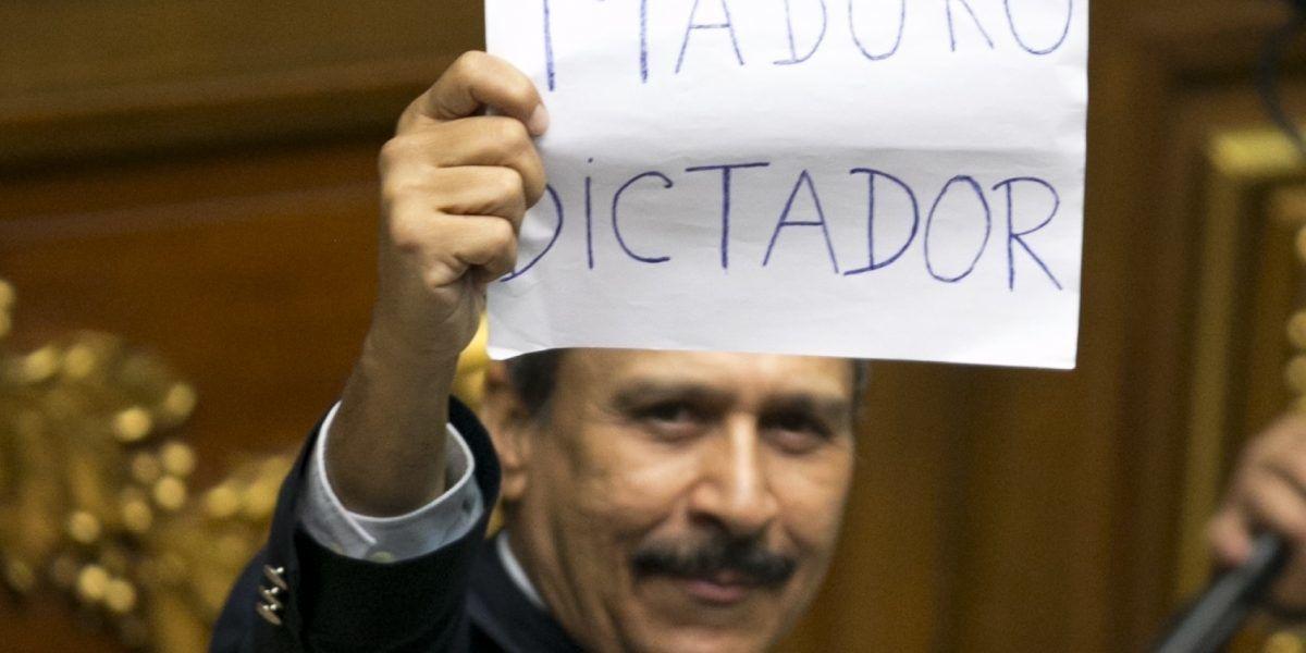 Gobierno reprime a críticos de crisis en Venezuela