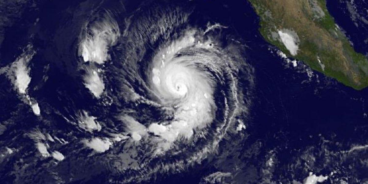 Seymour se convierte en huracán de categoría 3 en Pacífico