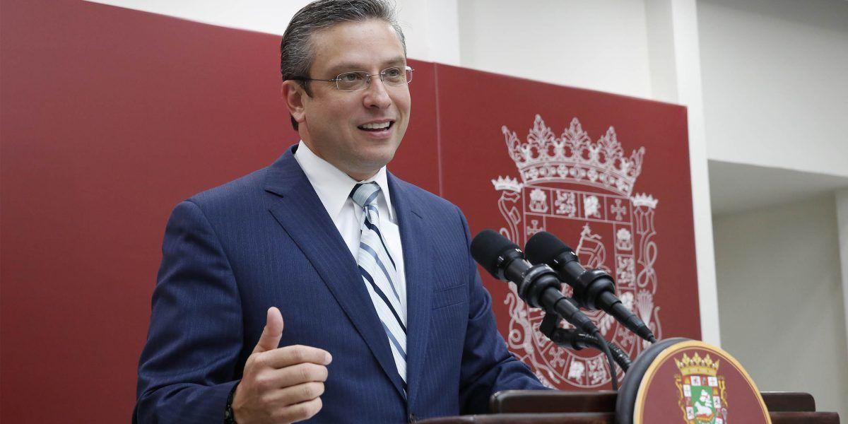 Gobernador inicia construcción de malecón en Santa Isabel