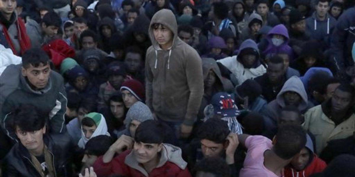 Calais: Despliegan policías ante oleada de jóvenes migrantes