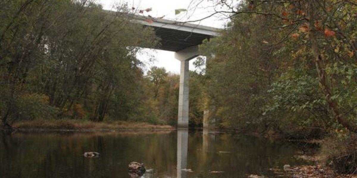 Hombre muere al saltar de un puente con sus niños en Nueva Jersey
