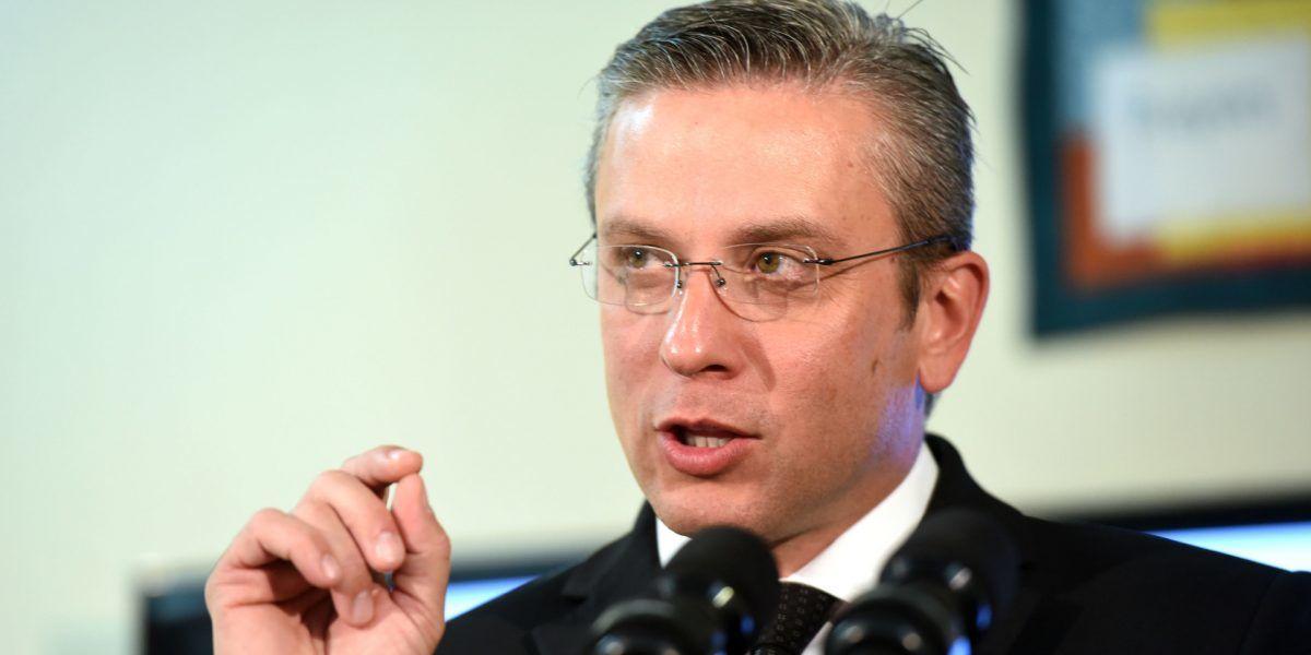 Gobernador no esperó por investigación para indultar publicista