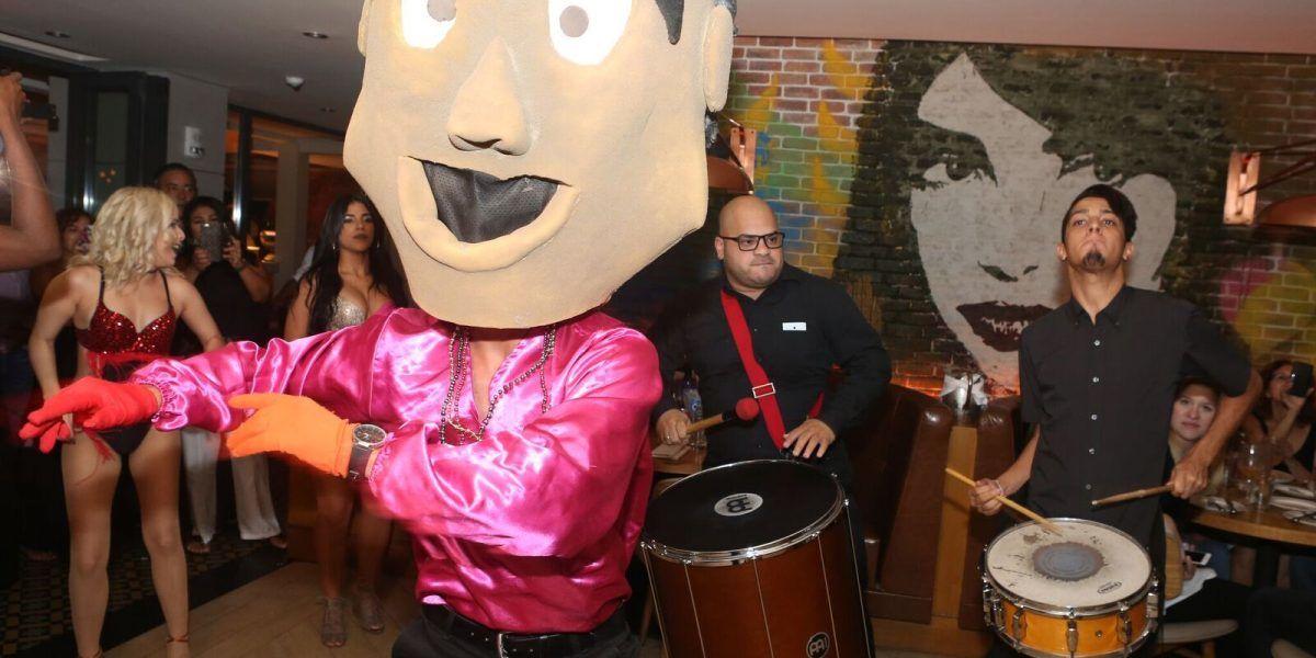Serafina celebra gran fiesta al estilo carnaval