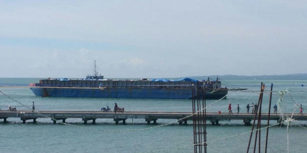 Llega barcaza de Puerto Rico a Los Cayos en Haití