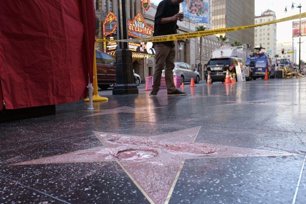 © Copyright 2016 The Associated Press. All rights reserved.. Imagen Por: Así quedó la estrella de Donald Trump en Hollywood. / AP