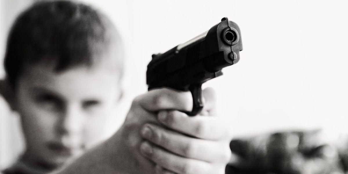 Niño mata ladrón que entró a su casa
