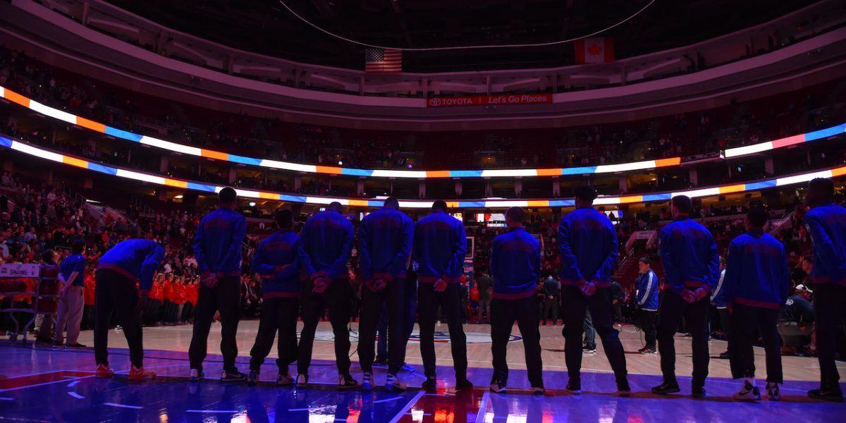 Sacan a cantante de himno en juego de NBA