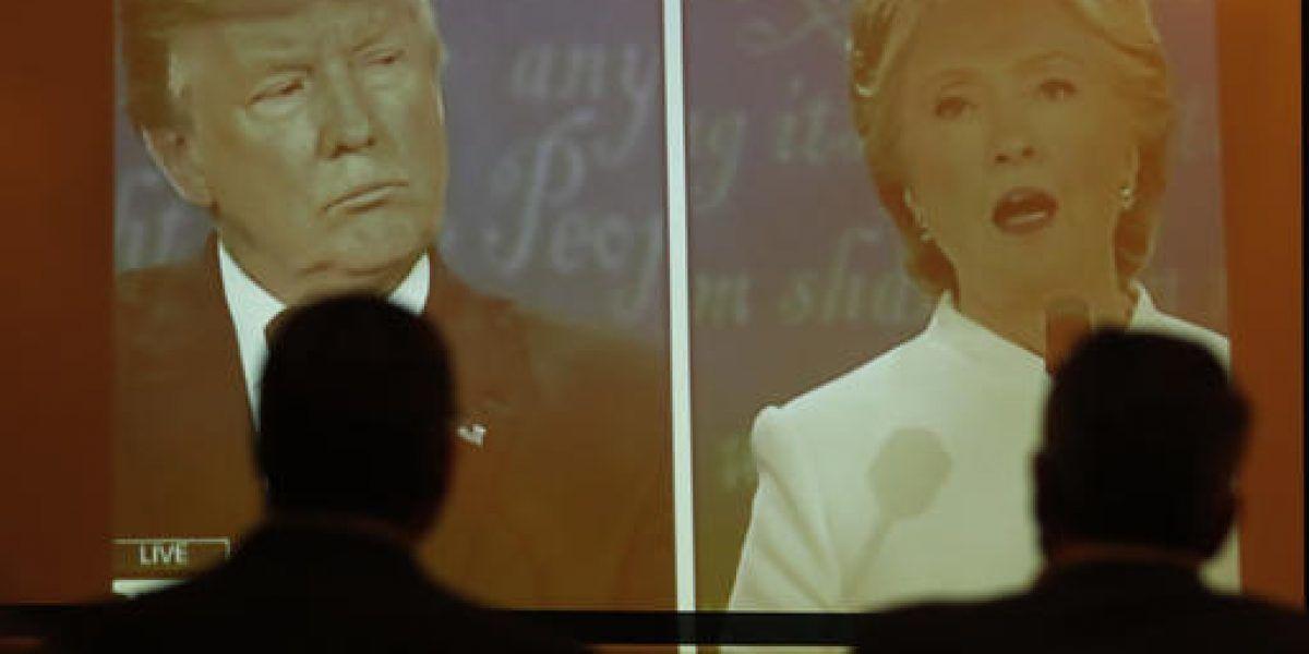 Clinton mantiene ventaja en fondos de campaña sobre Trump