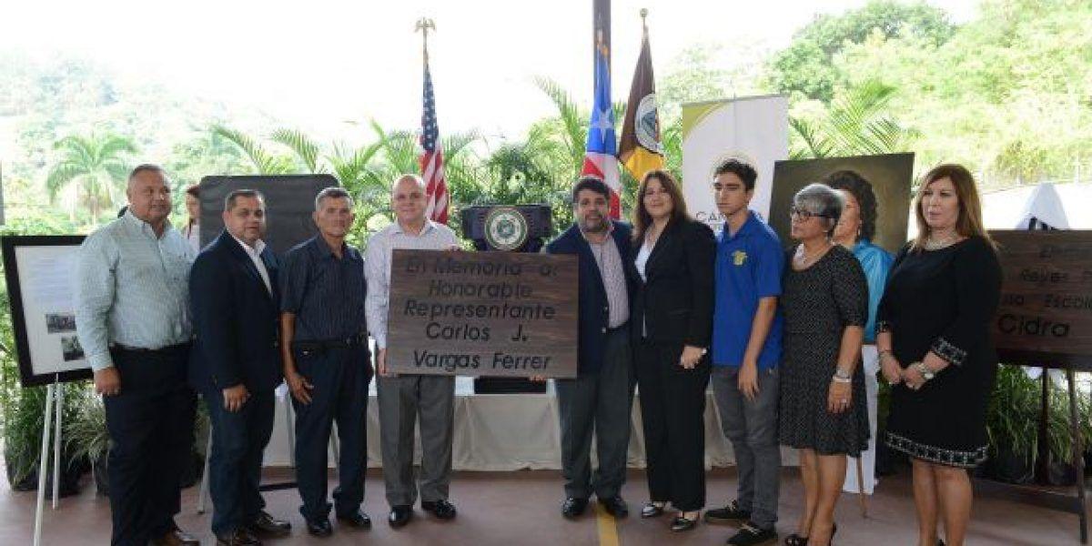 Representante Carlos Vargas recibe homenaje póstumo