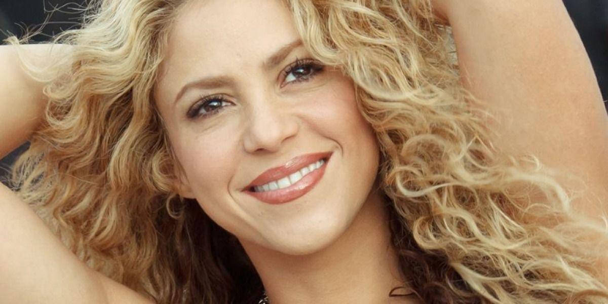 Abeja arruina video de Shakira