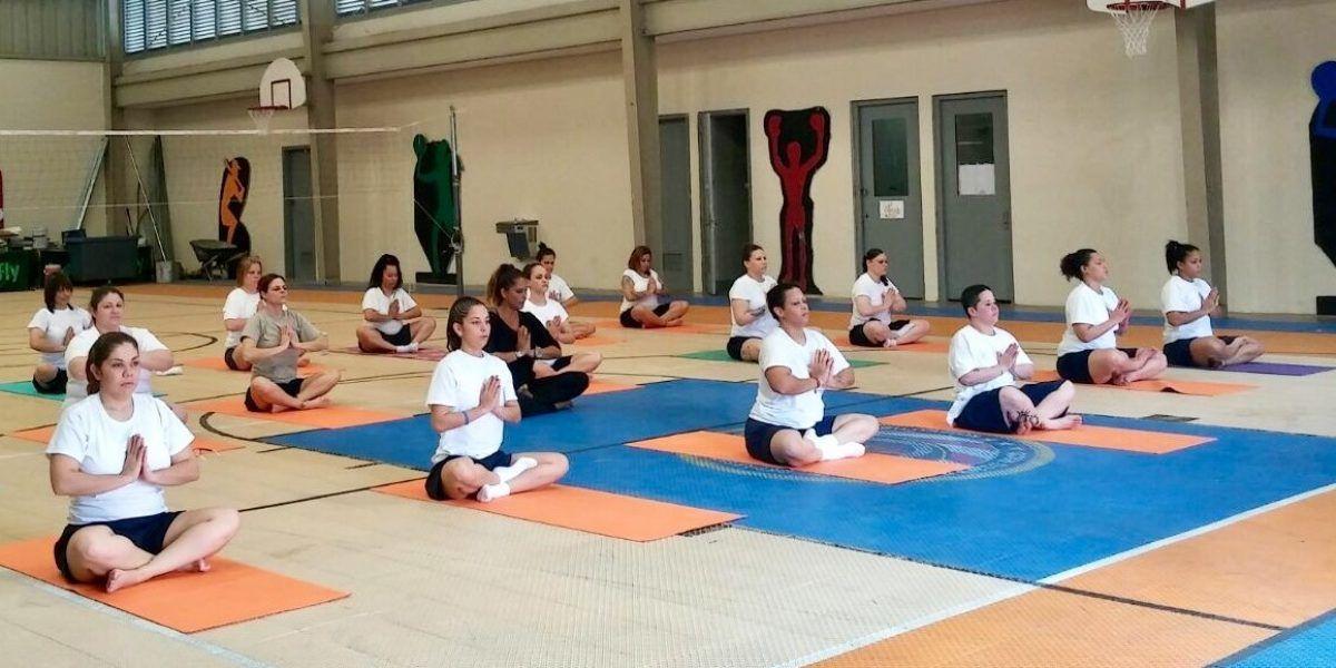 Yoga, meditación y deportes como rehabilitación para confinados