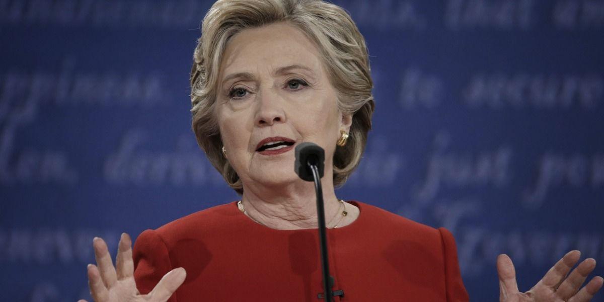 Clinton confía en que nueva pesquisa del FBI no conlleva ninguna imputación