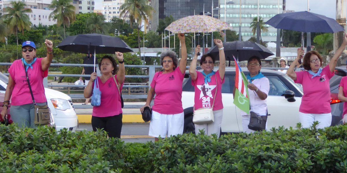 Lluvia no detiene reclamo de excarcelación de Oscar López