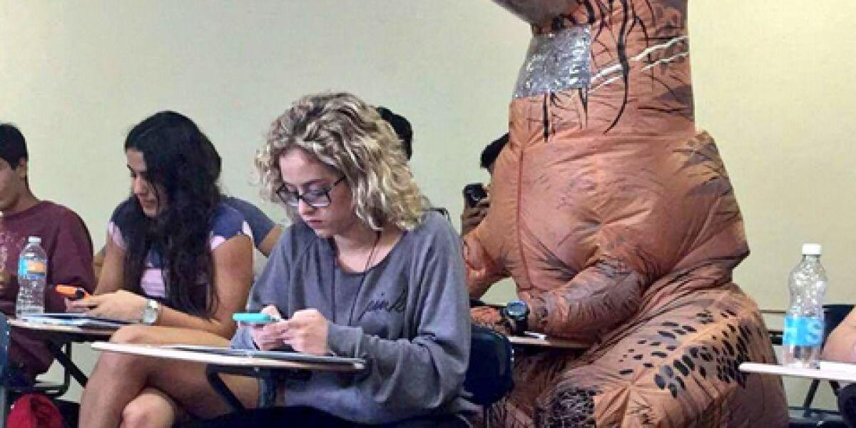 Dinosaurios invaden el Recinto de Mayagüez
