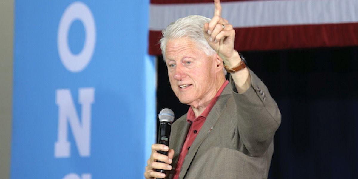 Cuestionan a FBI por publicar archivo de Bill Clinton