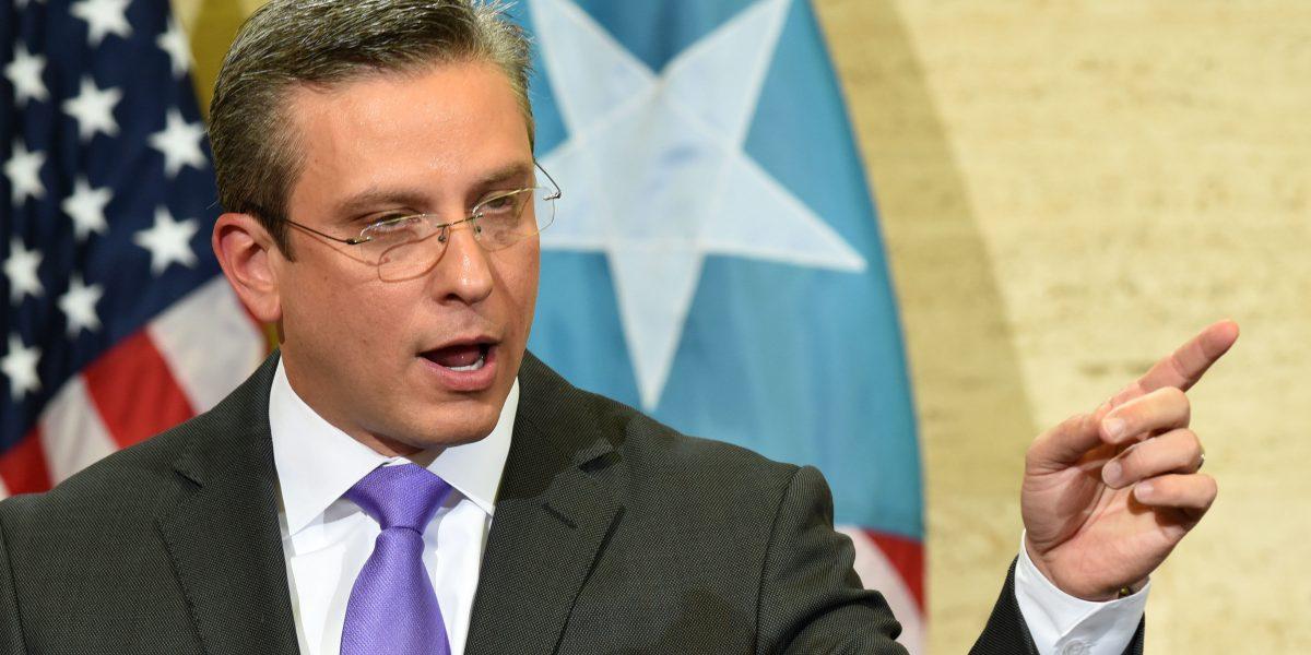 Gobernador dice no se ofendió que no lo mencionaran