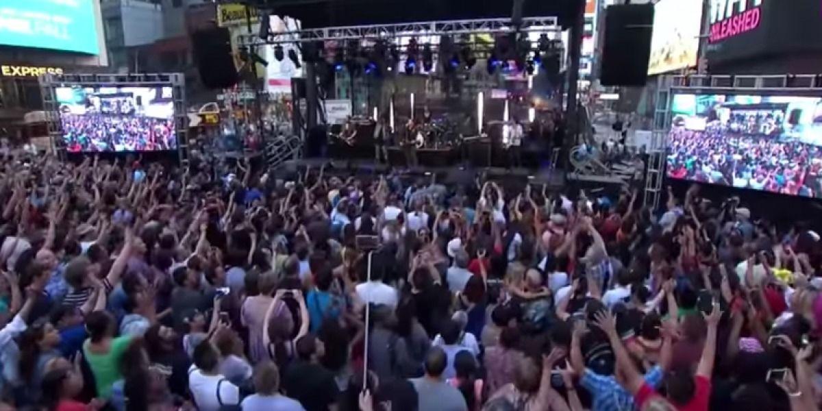 Times Square se convierte en altar de adoración a Dios