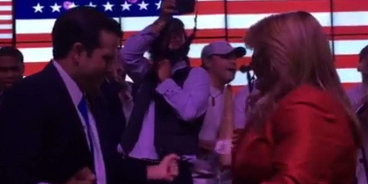Rosselló y JGo le someten al baile tras debate de comisionados